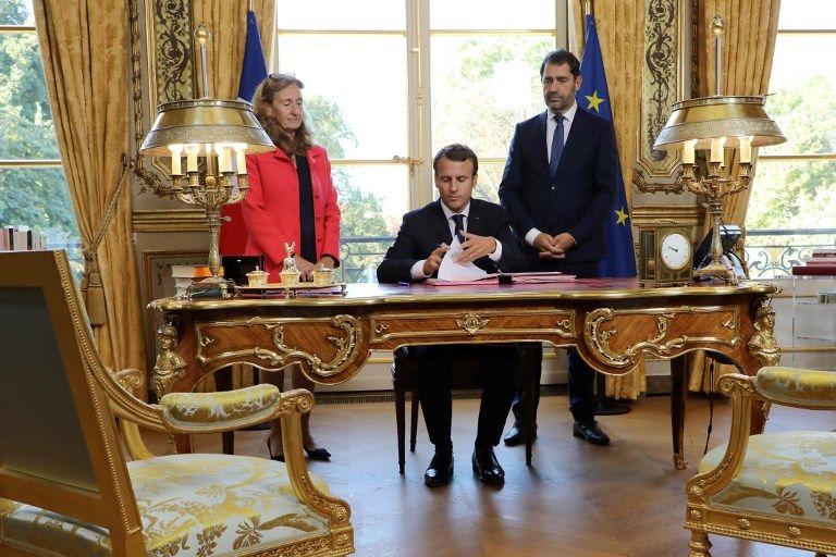 Promulgation des lois : Emmanuel Macron reprend la mise en scène américaine