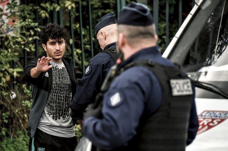 Quand les migrants délogent les CRS de leur hôtel