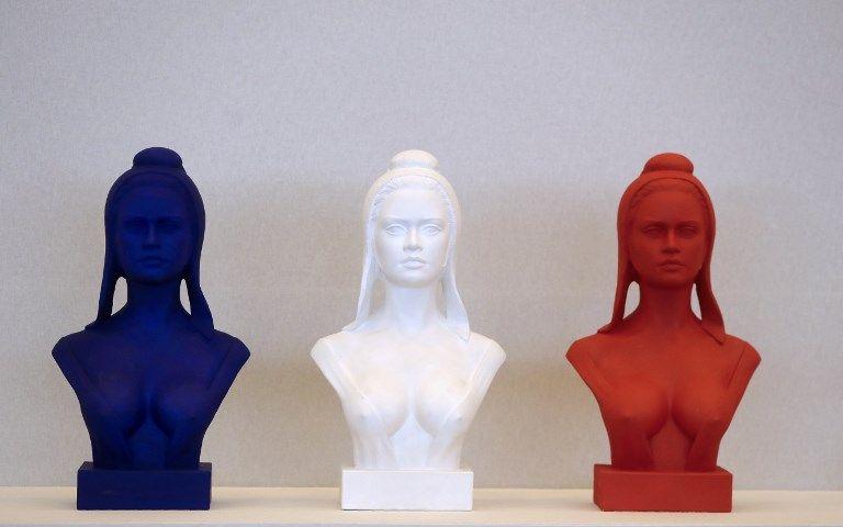 Des bustes de Marianne exposés lors du 100e congrès des maires de France le 21 novembre 2017 à Paris.