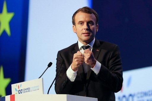 AMF : Emmanuel Macron assène deux longues heures de discours aux maires  pour peu de contenu et beaucoup d'effets d'annonce