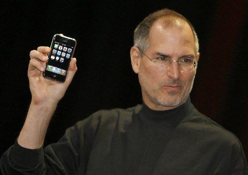 Steve Jobs présente le 1er iPhone en 2007