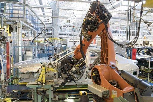 Pourquoi notre problème économique a plus à voir avec des salariés qui occupent la place des robots qu'avec des robots qui prennent la place des salariés