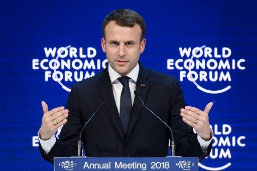 Davos : Emmanuel Macron joue les rock star et s'offre le luxe de dénoncer les risques de l'euphorie. Tout arrive.