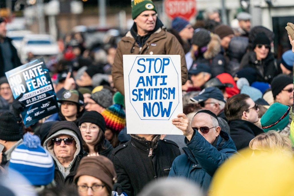 Des manifestants participent à une marche de solidarité contre l'antisémitisme le 5 janvier 2020 à New York. La marche a eu lieu en réponse à une récente augmentation des crimes antisémites;