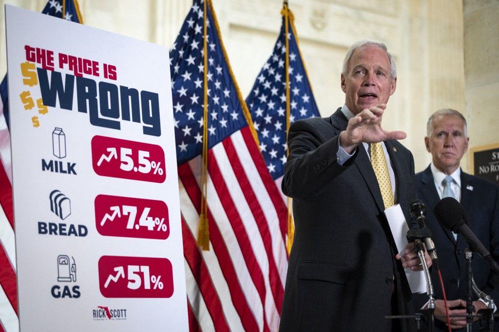 Le sénateur américain Ron Johnson prend la parole lors d'une conférence de presse sur l'inflation et la hausse des prix à la consommation le 26 mai 2021 à Washington.