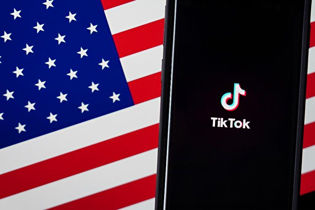 Le logo du réseaux social TikTok, affiché sur un smartphone.