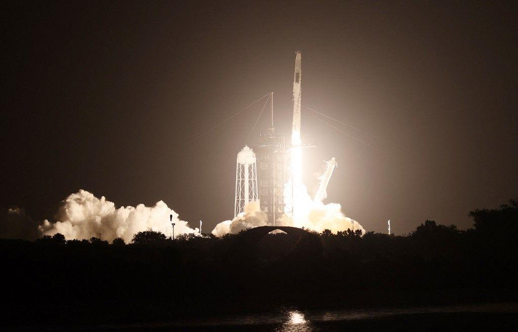 La fusée SpaceX décolle de la rampe de lancement au Centre spatial Kennedy le 23 avril 2021 à Cap Canaveral, en Floride.