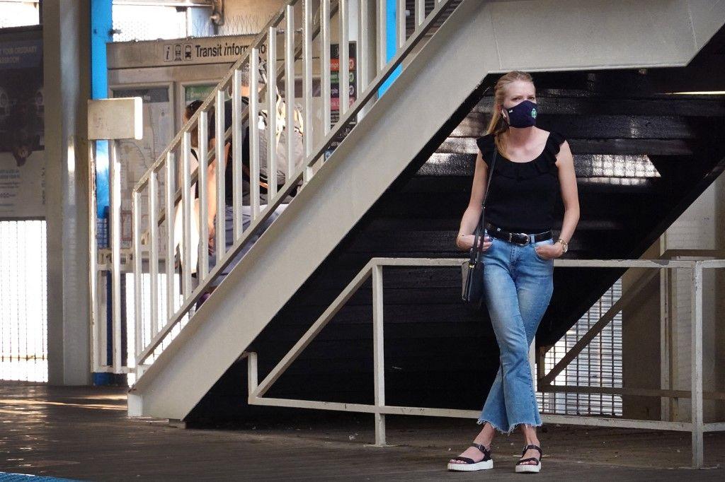 Face à ces nouvelles données, le CDC recommande de nouveau le port du masque, même en extérieur.