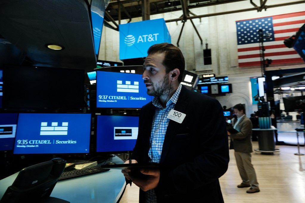 Des traders mobilisés à la Bourse de New York le 25 octobre 2021 à New York.