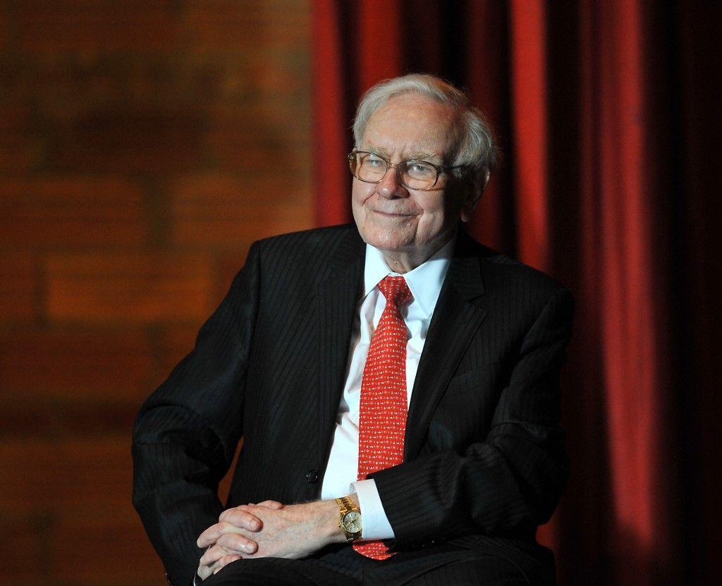 Le Covid-19 a chassé Warren Buffett du club des plus riches du monde, mais pas des marchés financiers