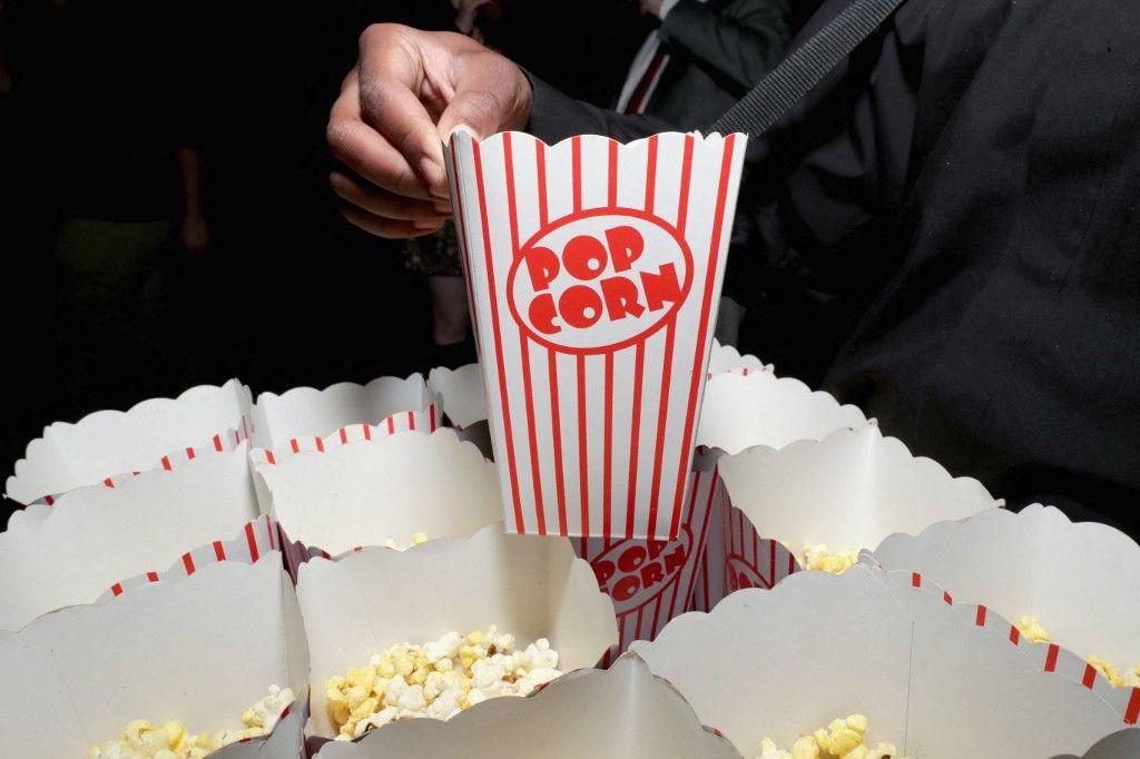 Une vue sur le pop-corn servi dans une salle de cinéma en Géorgie, aux Etats-Unis.