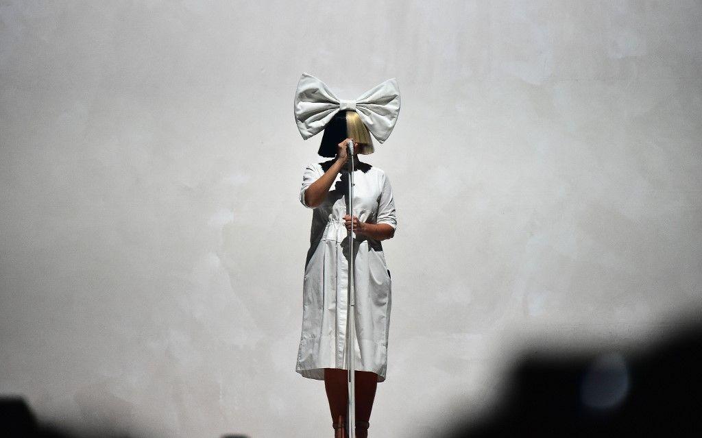 La chanteuse Sia révèle qu'elle est atteinte d'une maladie rare, le syndrome d'Ehlers-Danlos
