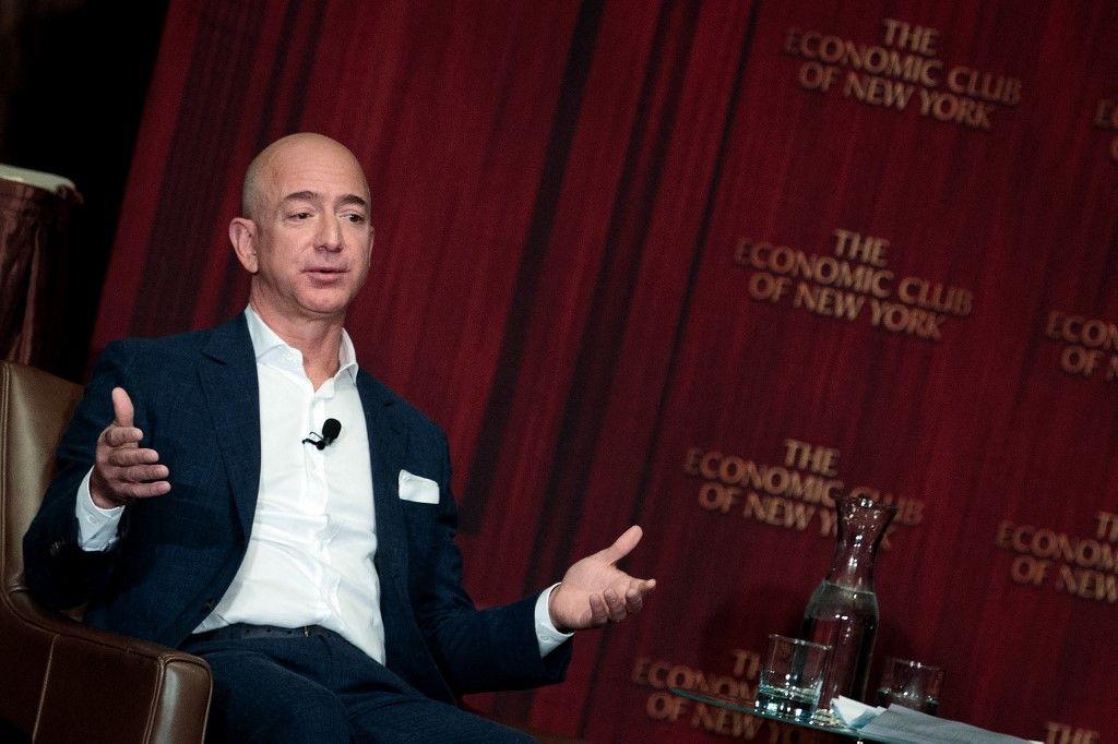 Jeff Bezos, fondateur d'Amazon, s'adresse à l'Economic Club of New York, le 27 octobre 2016 à New York City.