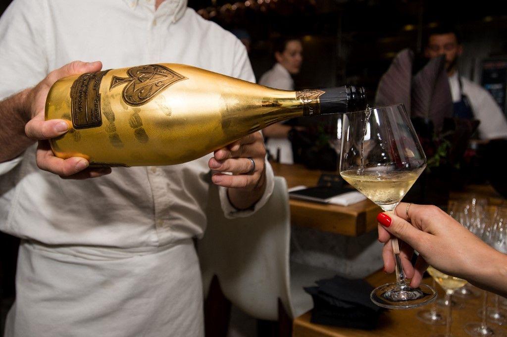 Une vue sur le champagne Armand de Brignac lors d'un dîner à Los Angeles. LVMH annonce une prise de participation de 50% dans la marque de champagne de Jay-Z.