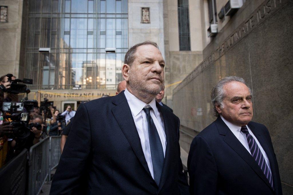 Harvey Weinstein et l'avocat Benjamin Brafman quittent la Cour suprême de l'État, le 5 juin 2018 à New York.