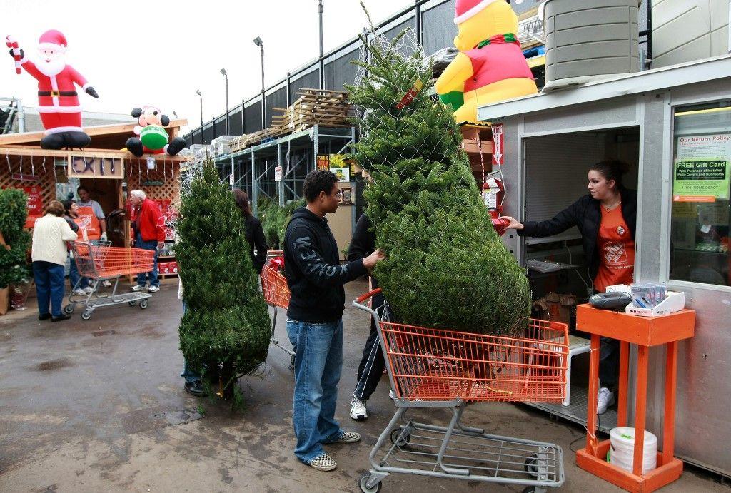 sapin de Noël fêtes de fin d'année décret vente France covid-19 commerces non-essentiels grandes surfaces fleuristes