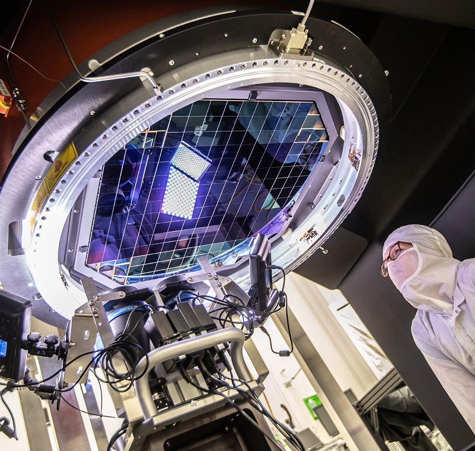 Un appareil photo géant avec 189 capteurs pour photographier l'espace