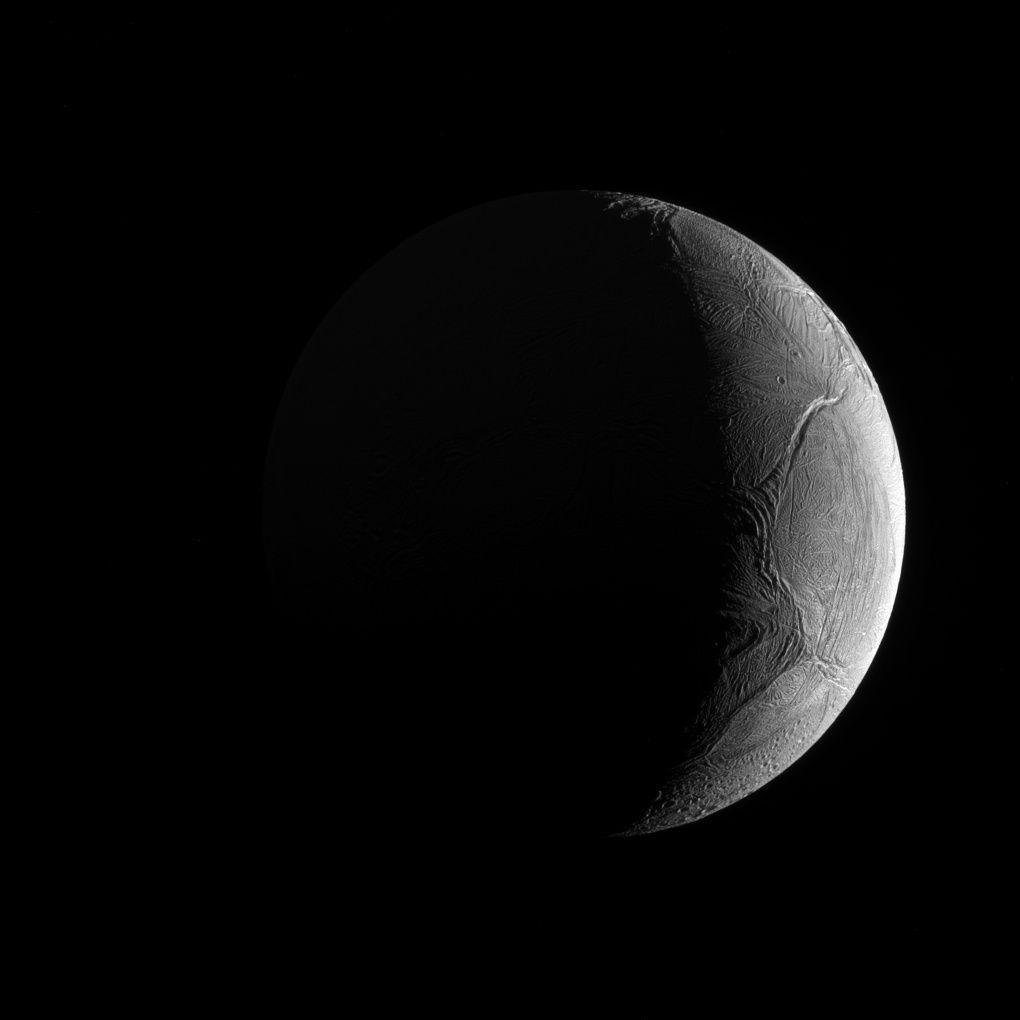 Encelade, l'une des lunes de Saturne.