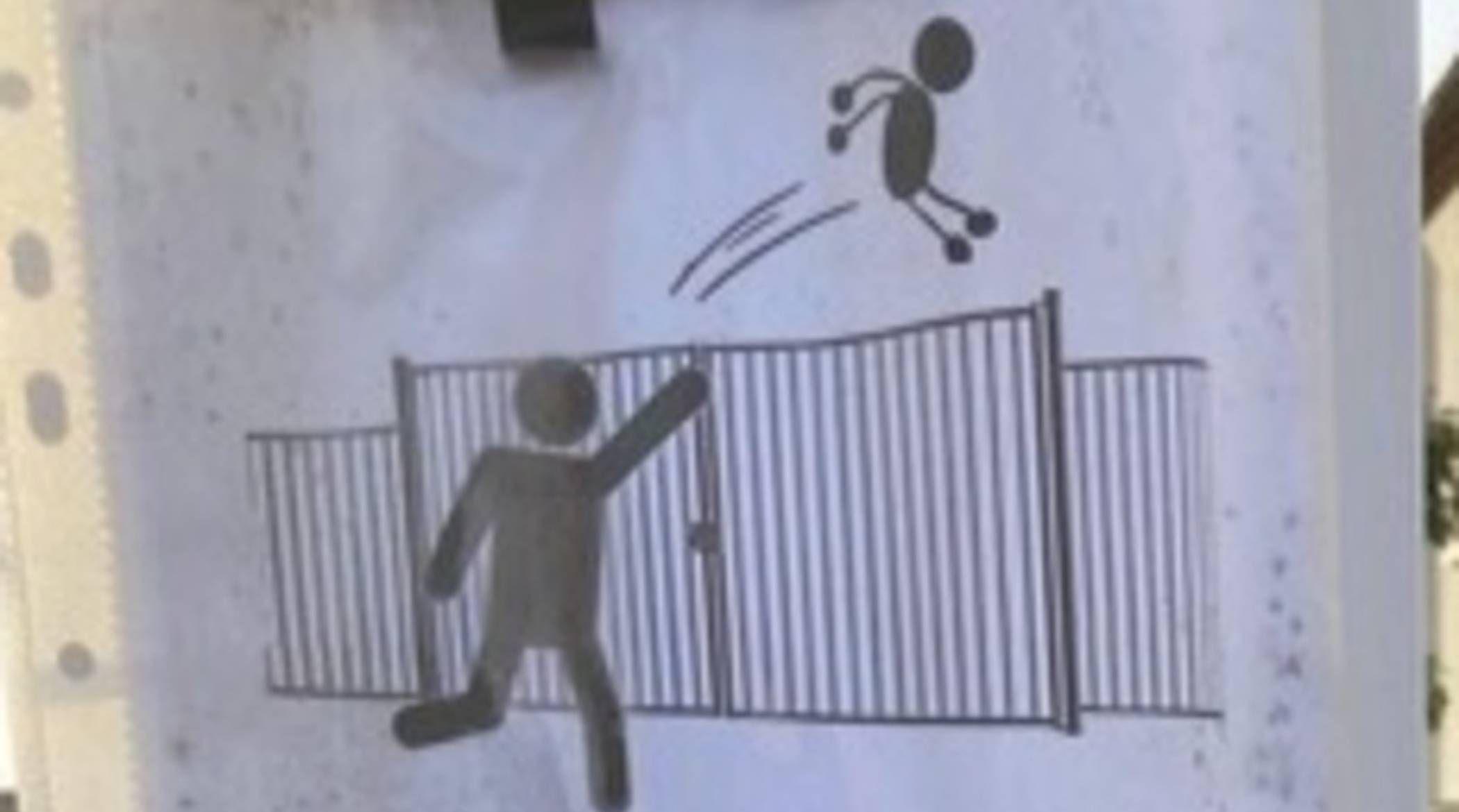 Dans une école avignonaise, des parents lancent leurs enfants par-dessus le portail quand ils sont en retard