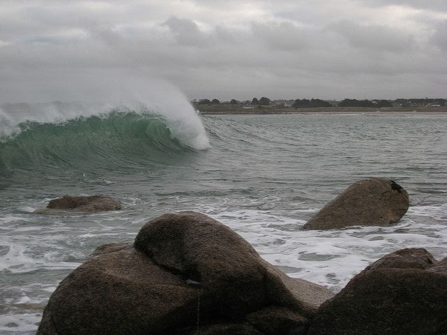 Météo : vigilance orange sur les côtes bretonnes, l'alerte s'étend dans tout l'ouest
