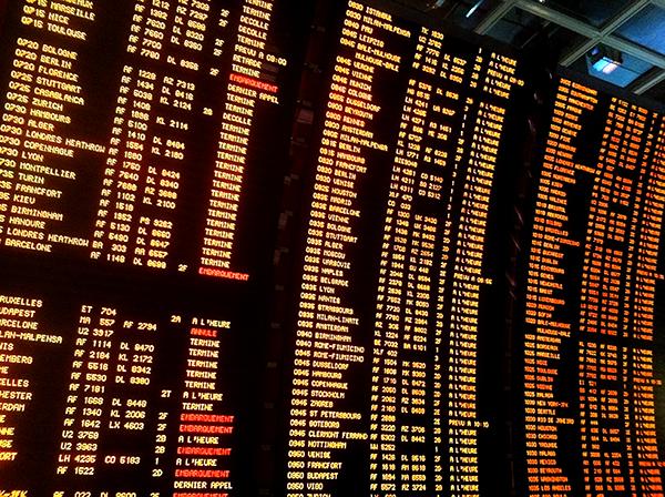 Aéroports : Orly et Roissy continuent de décevoir les voyageurs