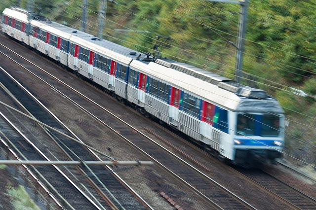 Un hommea tenté de se suicider en se jetant sur les voies de la gare des Mureux (Yvelines) lundi.