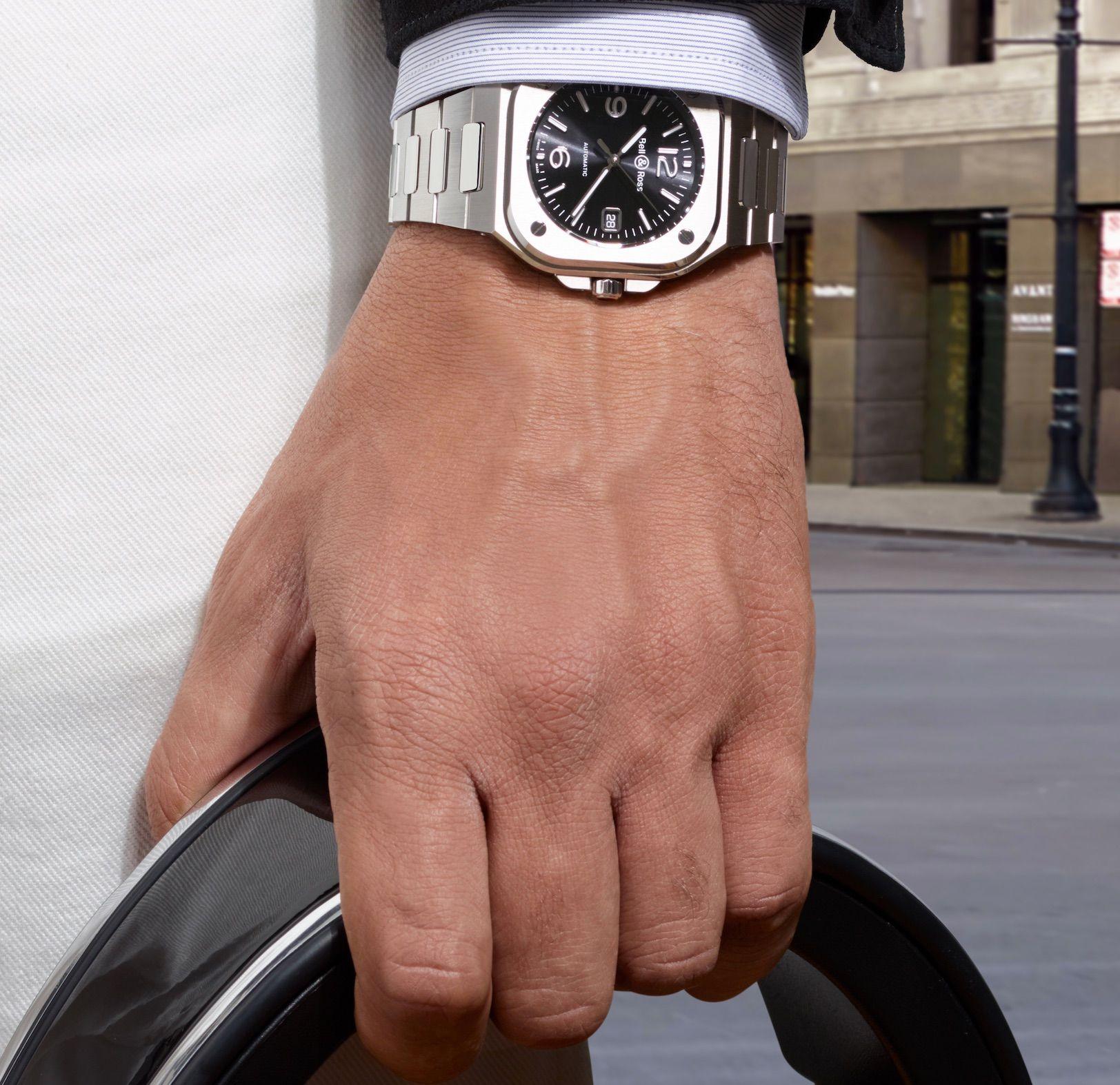 Quand le rond dialogue avec le carré en français et quand la mécanique suisse passionne les Françaises : c'est l'actualité des montres