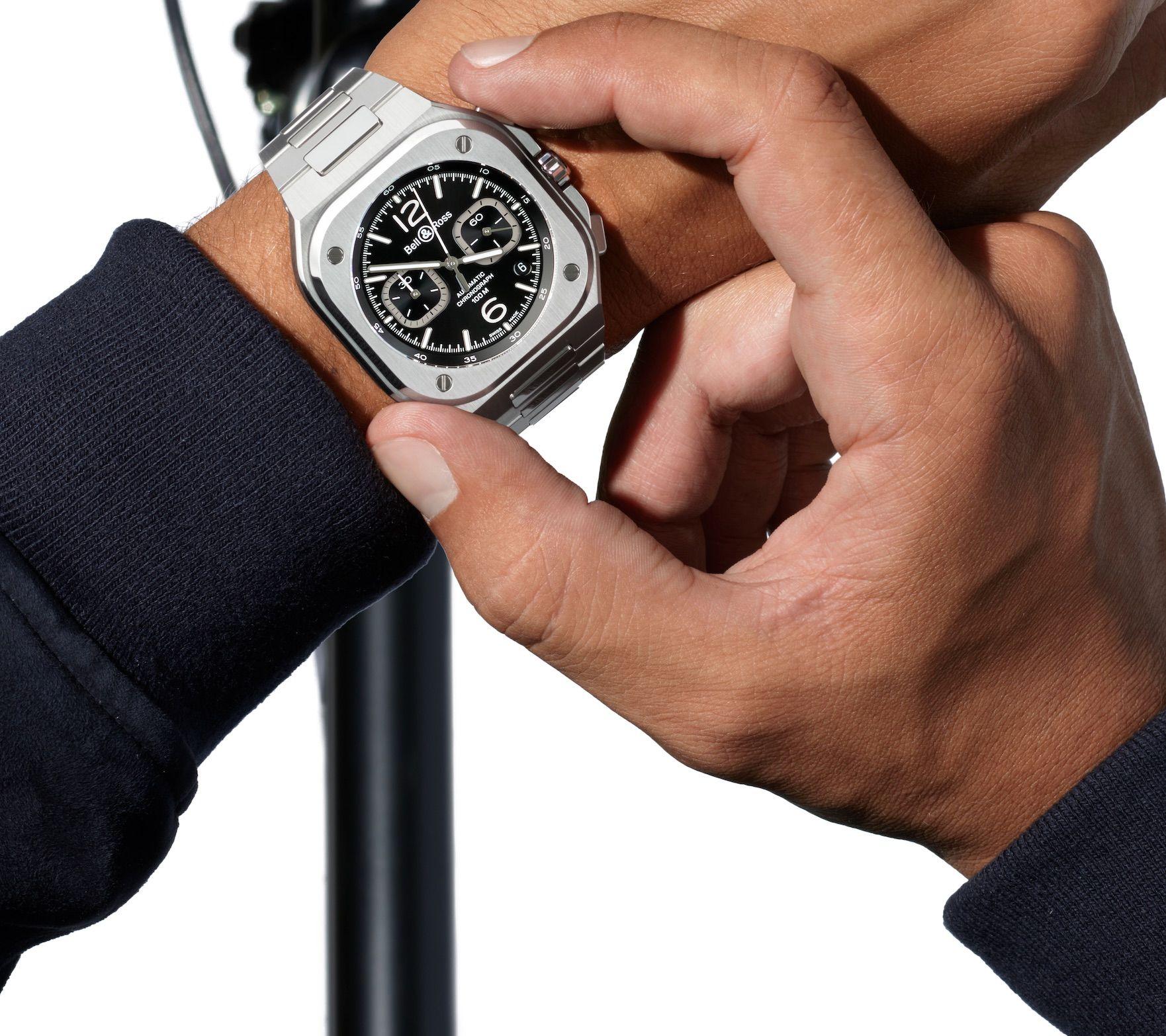 Quand un gros œil surveille les minutes et quand le ricin tisse les bracelets : c'est l'actualité des montres