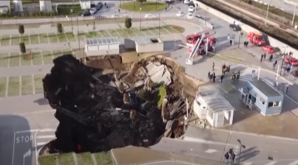 Italie : un trou de 2000m² s'ouvre sur le parking d'un hôpital de Naples