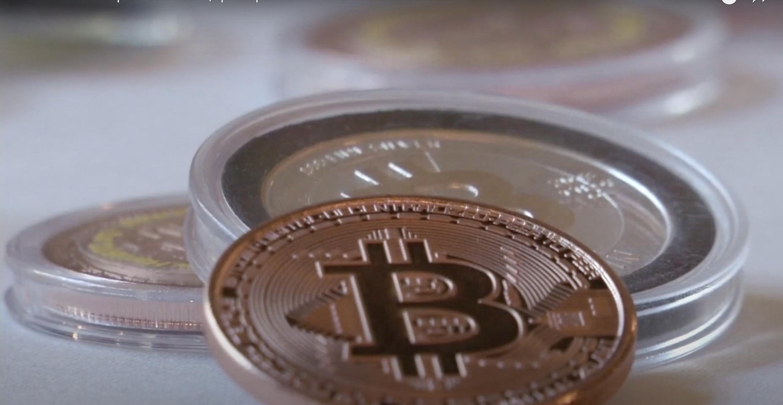 Bitcoin : sa valeur dépasse les 60 000 dollars établissant ainsi un nouveau record