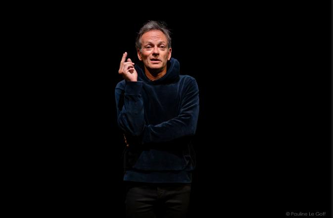 """La pièce de théâtre """"Point cardinal"""", adapté du roman de Léonor de Recondo par Sébastien Desjours, est à découvrir au Théâtre de Belleville à Paris."""