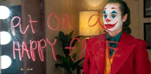 """""""Joker"""" de Todd Phillips : Après Heath Ledger et Jack Nicholson, Joaquin Phoenix endosse le rôle du Joker, le méchant clown de Batman… En route pour l'Oscar de l'interprétation masculine ?"""