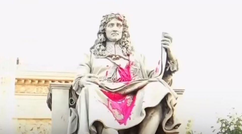 La statue de Colbert devant l'Assemblée nationale a été vandalisée