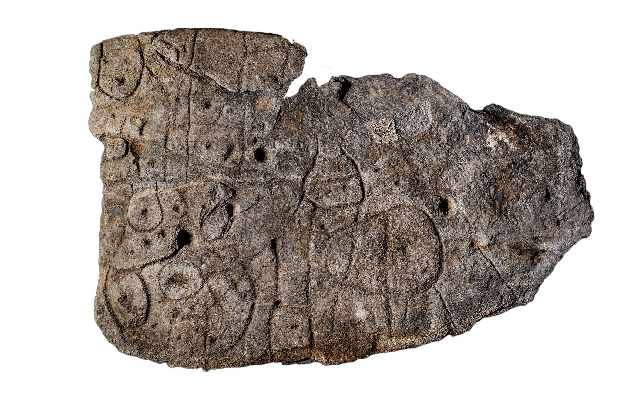 Une dalle de l'âge de bronze trouvée en Bretagne se révèle être la plus ancienne carte d'Europe.
