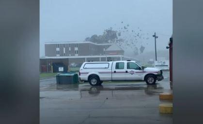 Une vidéo montre les ravages du passage de l'ouragan Ida en Louisiane. Le toit de l'hôpital général Lady of the Sea à Galliano a été arraché.