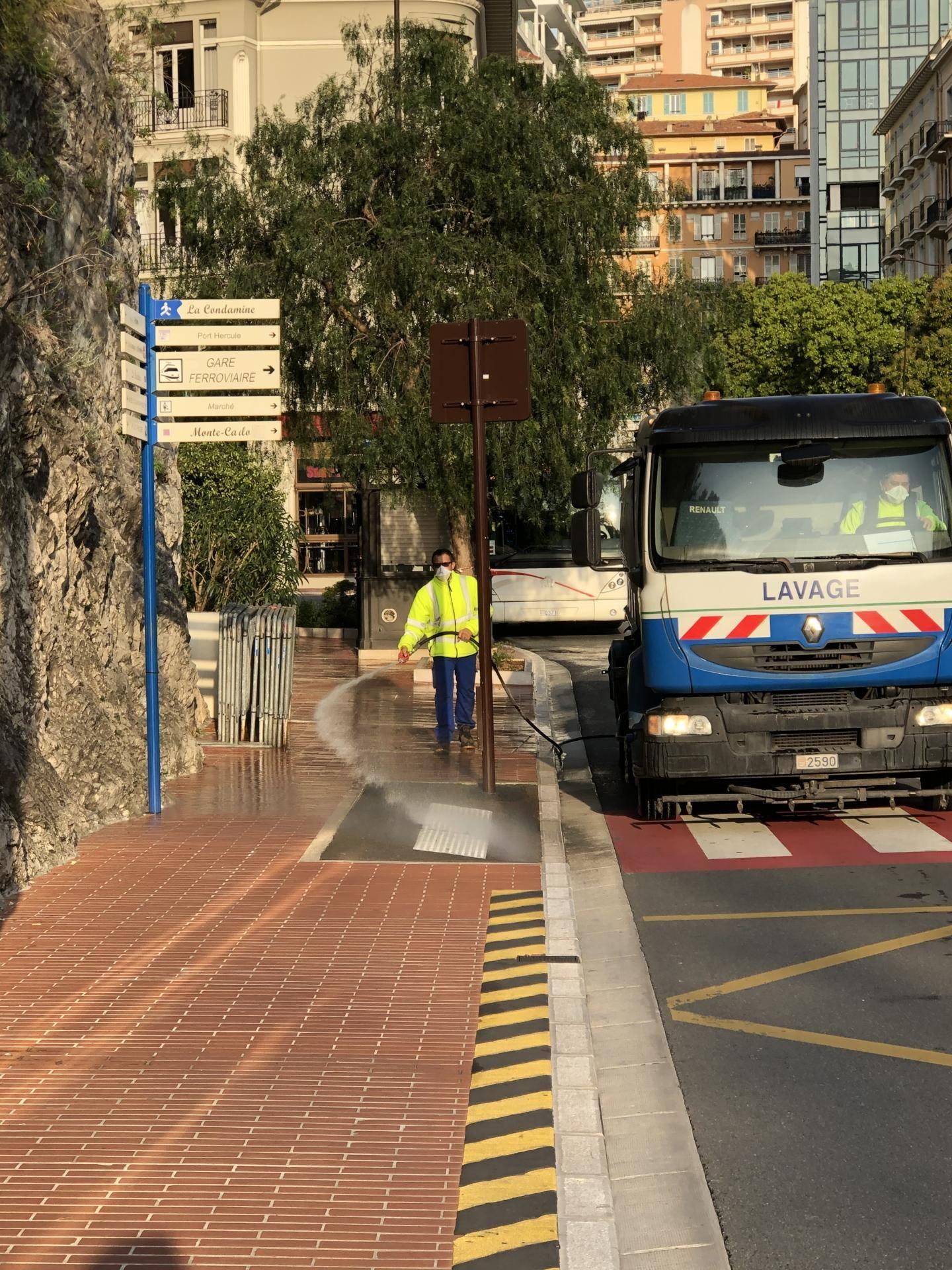 La désinfection des rues de Monaco a commencé