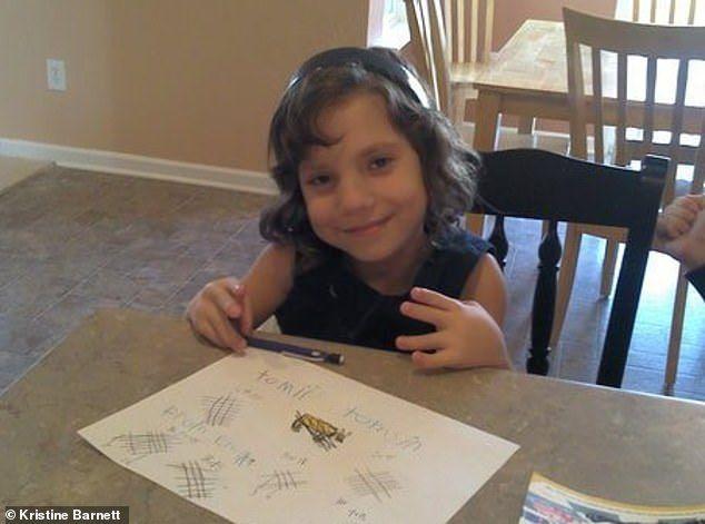 Des parents accusent leur fille adoptive de 6 ans d'être une naine ukrainienne psychopathe de 22 ans