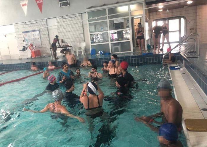 Paris : des militantes pro-burkini se baignent dans une piscine du 11e arrondissement et provoquent sa fermeture
