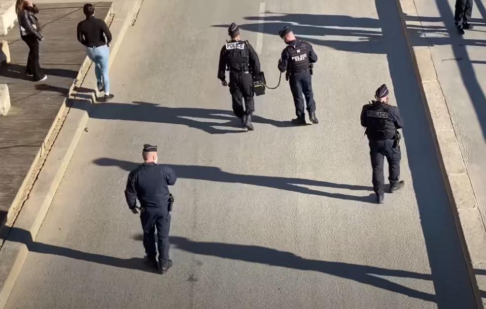 La police est intervenue ce samedi 6 mars pour faire évacuer les quais de Seine à Paris suite au non-respect de la distanciation sociale