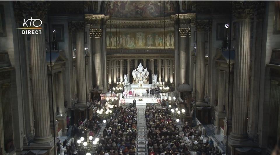 Revivez la messe en mémoire de Johnny Hallyday