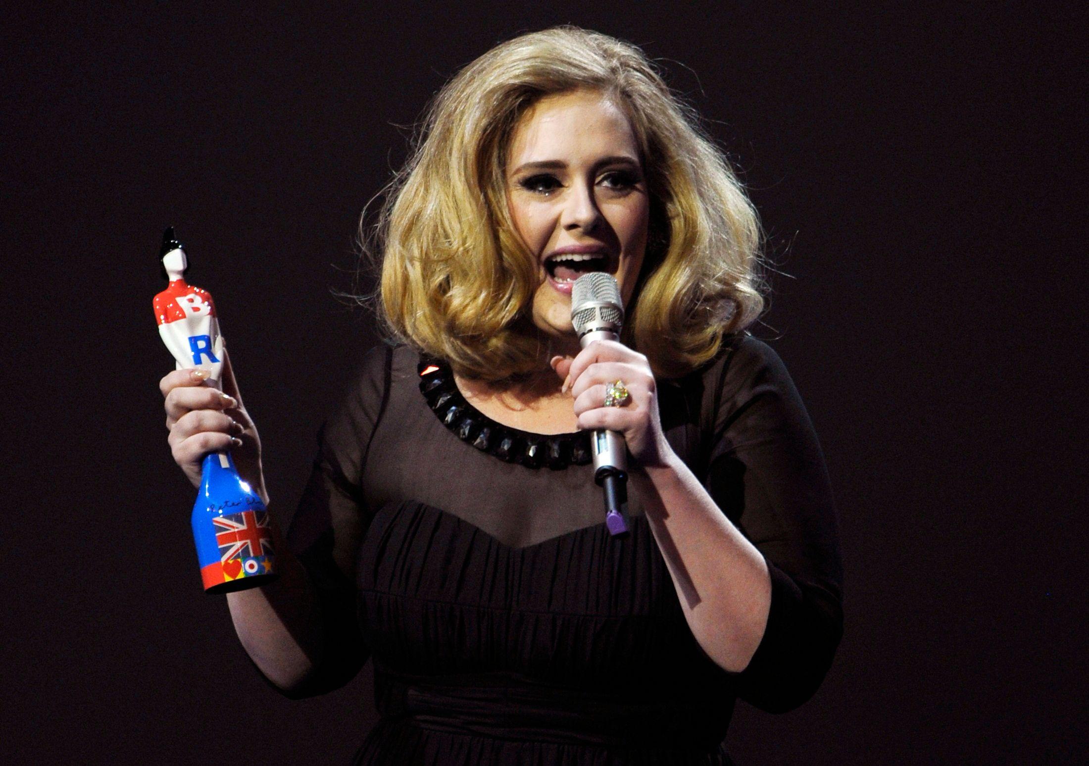 Adele officiellement numéro 1 des ventes de disques en 2015