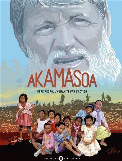 """Raffaly, Franco Clerc et Etienne Leong ont publié """"Akamasoa, Père Pedro, l'humanité par l'action"""" aux éditions Des Bulles dans l'Océan."""