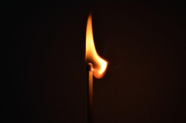 Quand on crie trop souvent au feu... Autopsie de la perte de crédibilité de la parole publique sur les dangers courus par la démocratie