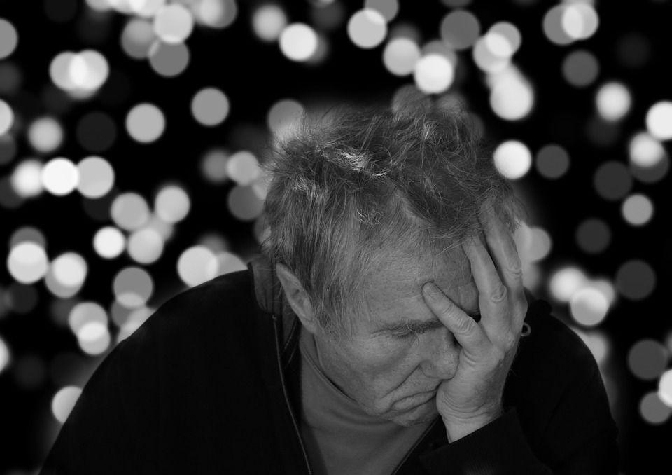 Alzheimer : l'exposition à des éclairs lumineux permettrait de freiner l'apparition de la maladie