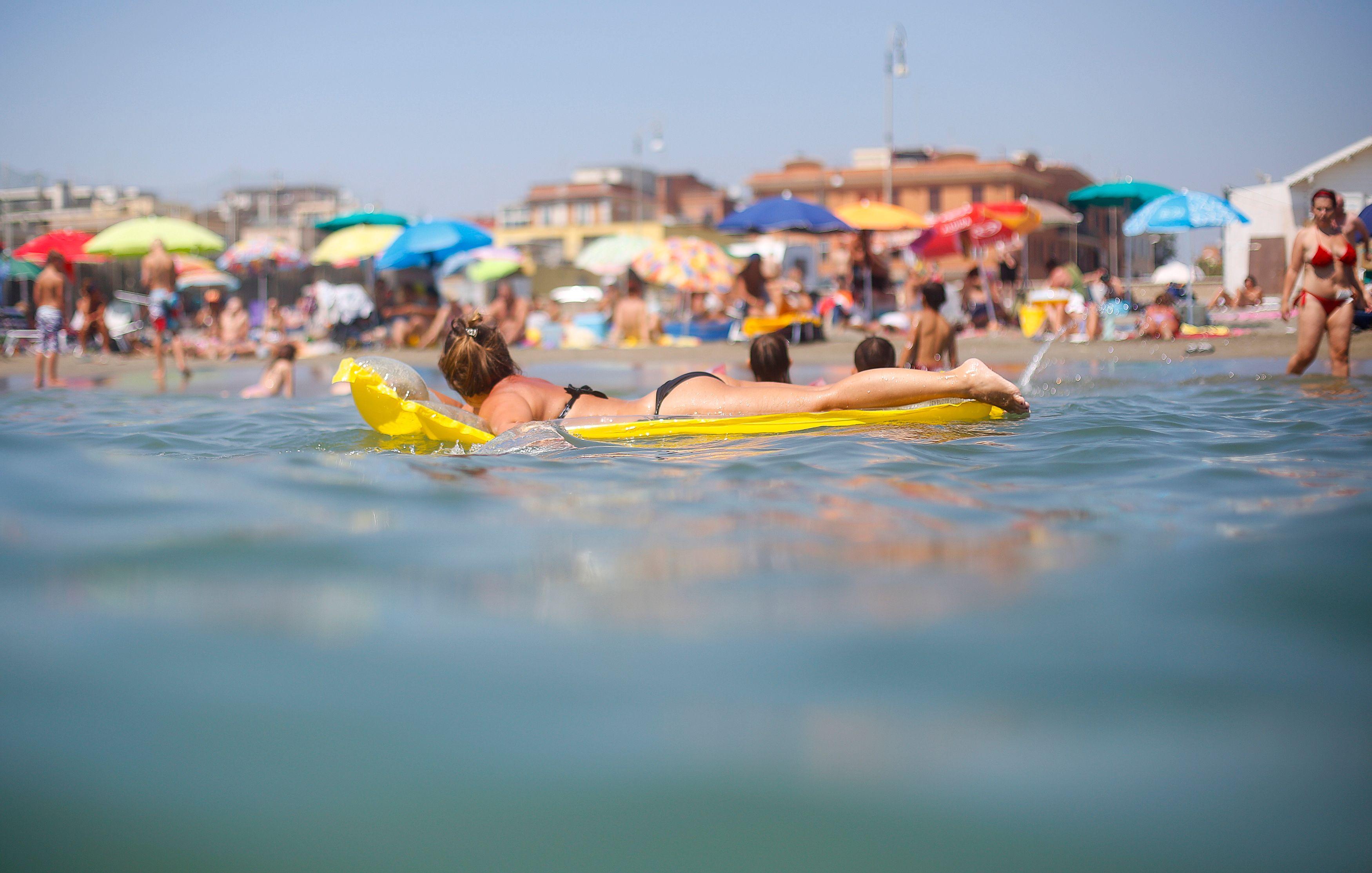 Les Français préfèrent passer leurs vacances à la mer qu'à la montagne.