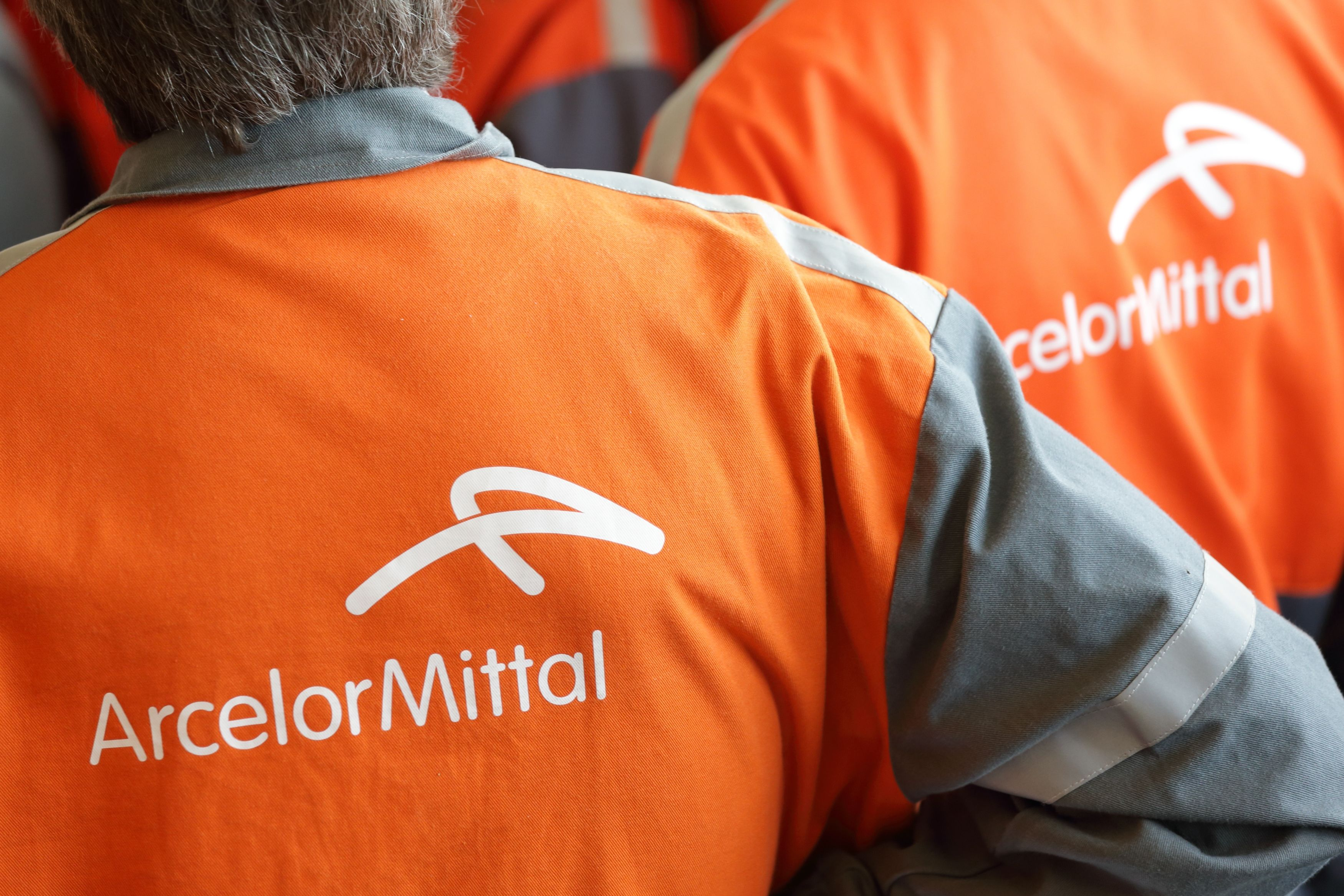 Arcelor est fragil  vis-à-vis de ses concurrents étrangers.