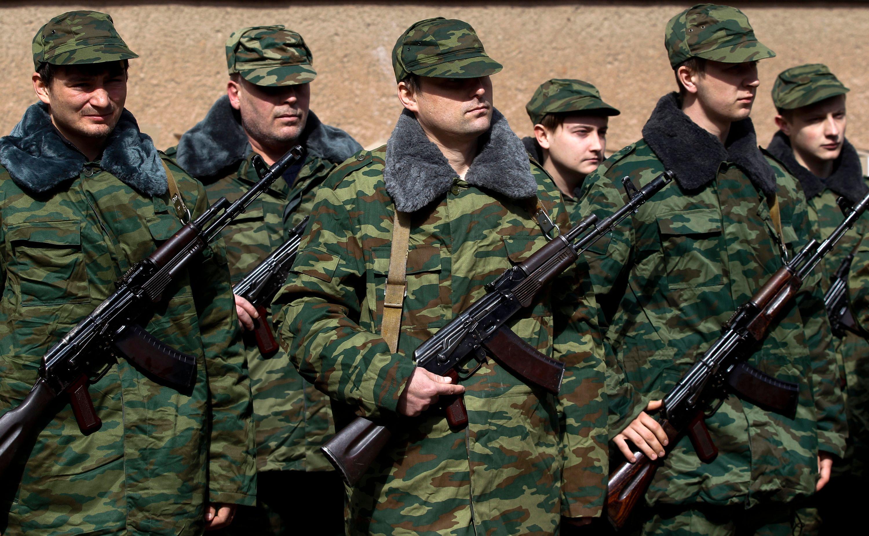 Les membres d'une unité d'auto défense ukrainienne pro-russe en formation / photo d'illustration.