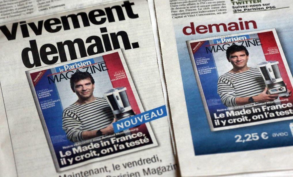 """Une photo prise le 18 octobre 2012 montre une image d'Arnaud Montebourg portant une marinière à la Une du magazine """"Le Parisien""""."""