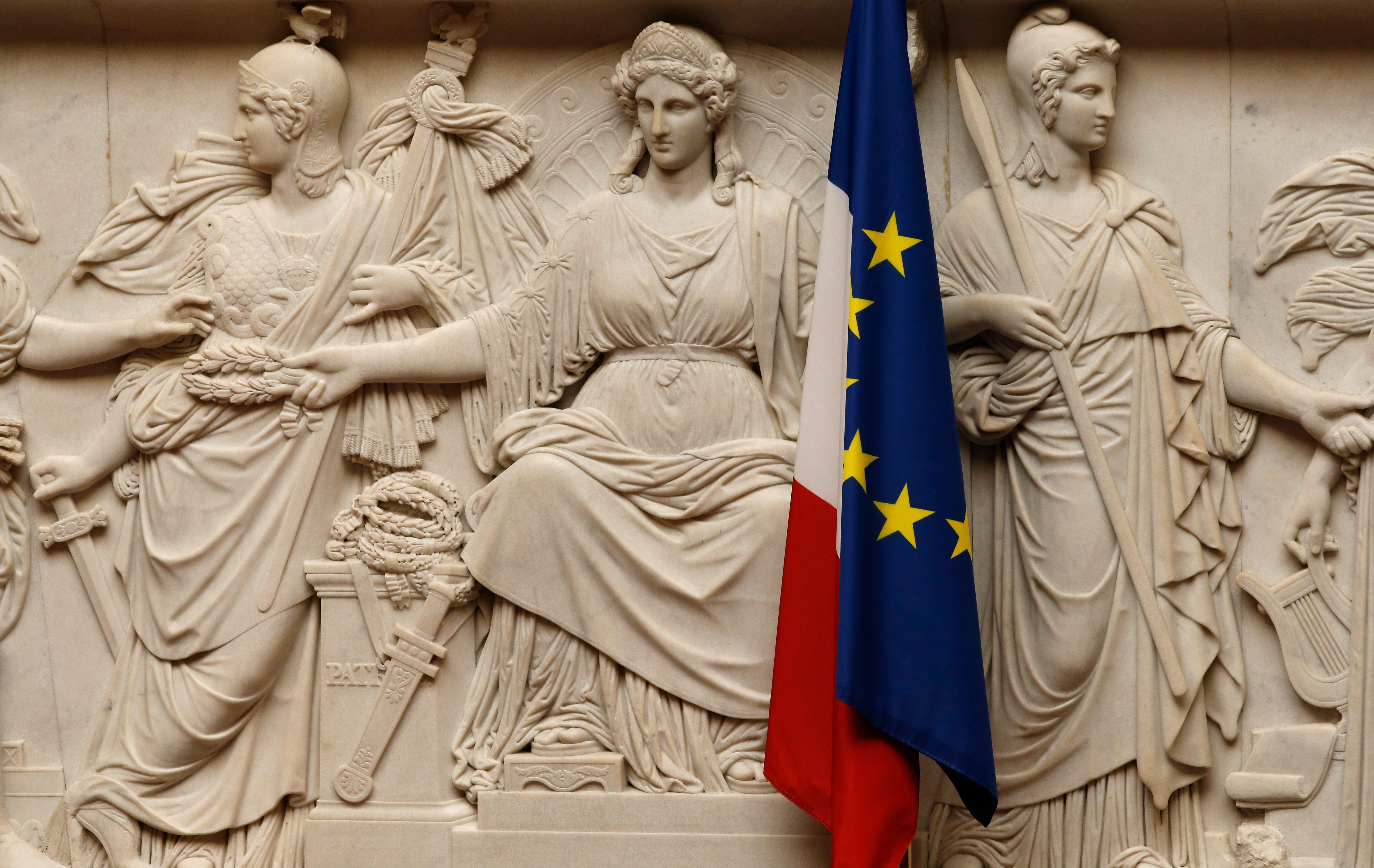 Dans un champ de ruines politique et institutionnel, la France dégagiste installe LREM face à la France résignée
