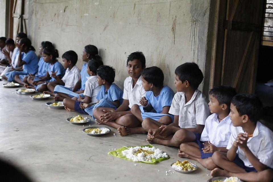 En Inde, les lépreux sont systématiquement ostracisés, tenus très à l'écart. La lèpre reste véritablement l'une des maladies de la pauvreté qui suscitent le plus de stigmatisation.